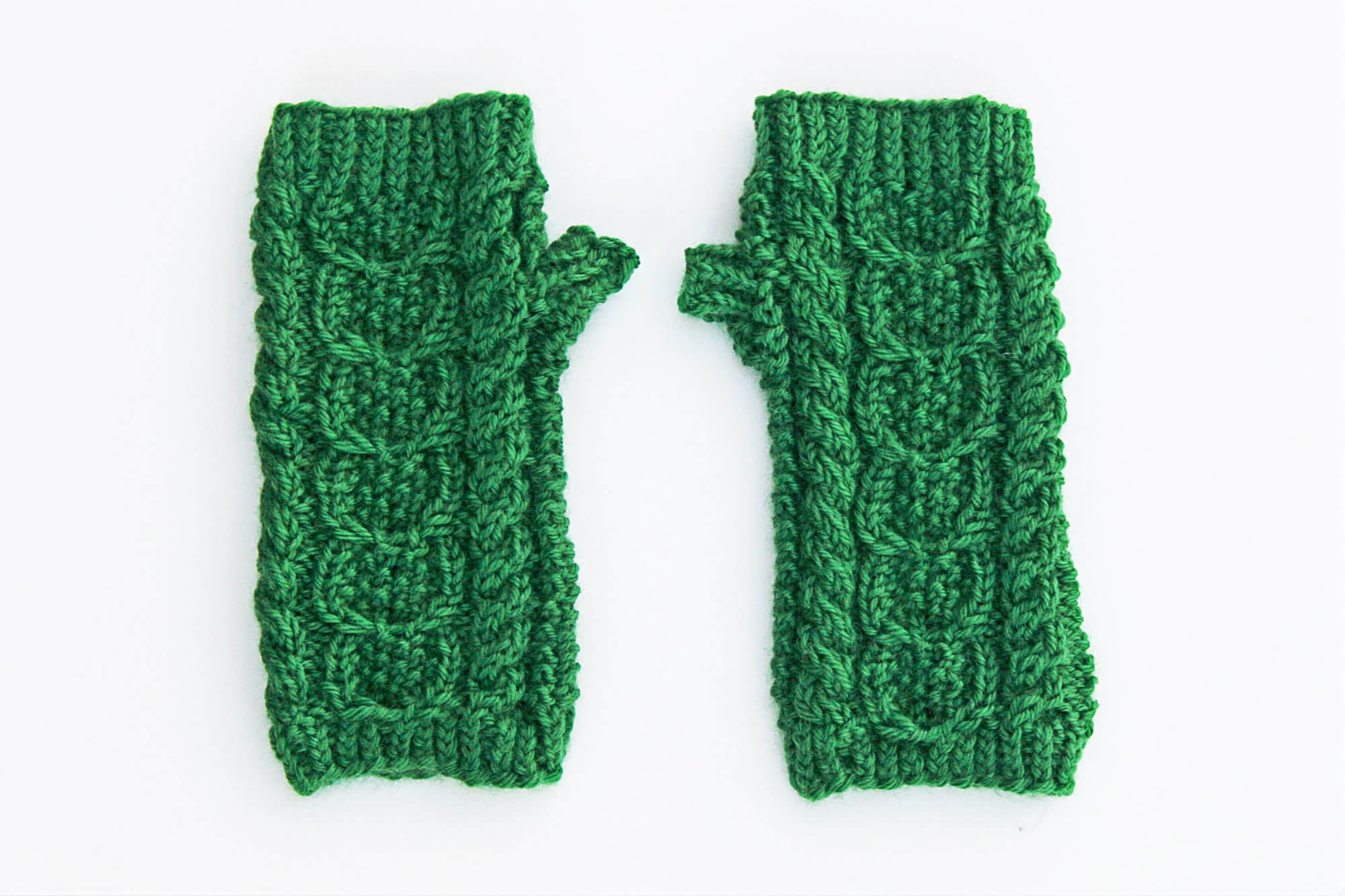 Caiseal Mitts shown in green